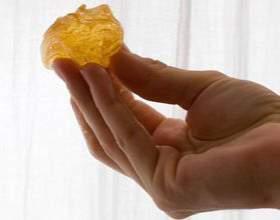 Що робити, якщо паста для шугаринга прилипає до рук? фото