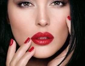 Як фарбувати губи червоною помадою? фото