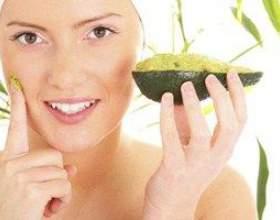 Як приготувати зволожуючі і живильні маски з авокадо фото