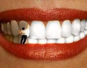 Незвичайний прийом для блискучою посмішки - як відбілити зуби банановою шкіркою фото