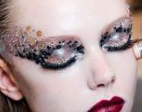 Приголомшливий новорічний макіяж для карих очей і зелених фото