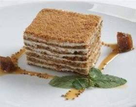 Рецепт найніжнішого торта «медовик» зі сметанним кремом фото
